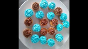 Mini rose cupcakes